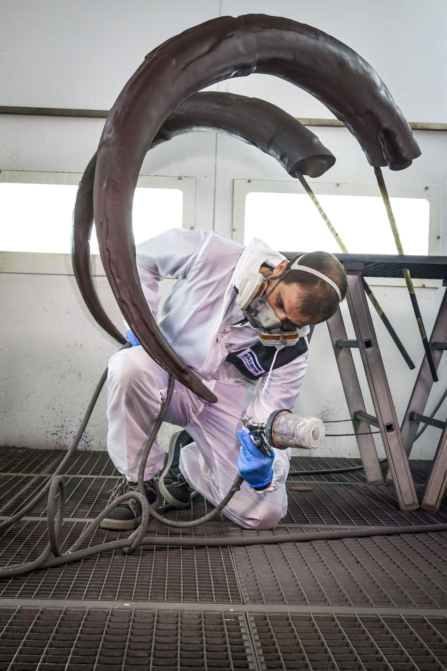 Spray painting the tusks of the 3D-printed mammoth