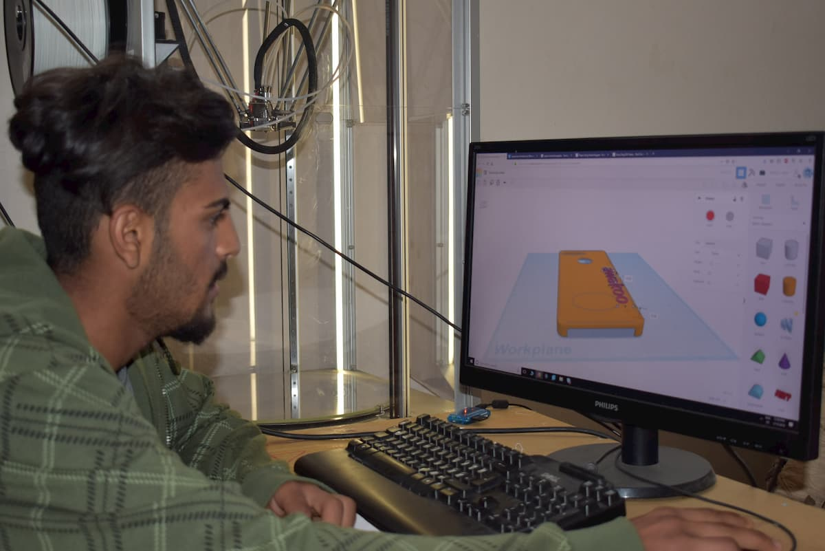 3D printer donated by Materialise for the refugee camp in Greece