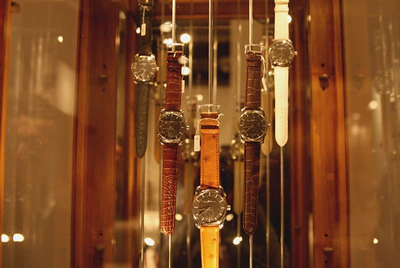 Holthinrichs-Watches-on-display.jpg