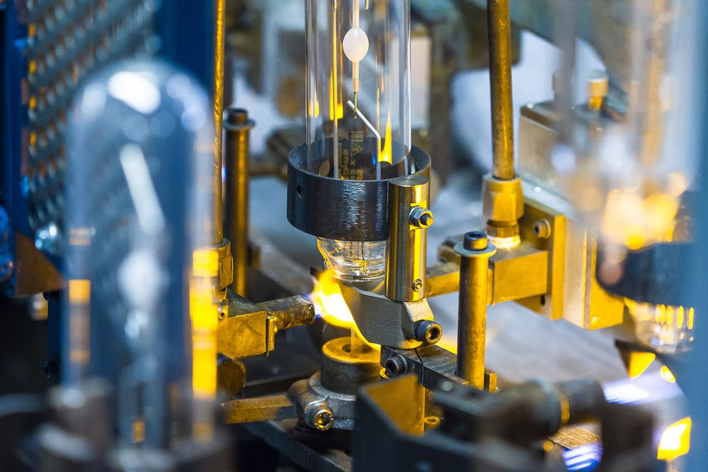 3D-printed metal bracket in action at Philips Lighting, on their production line for lightbulbs