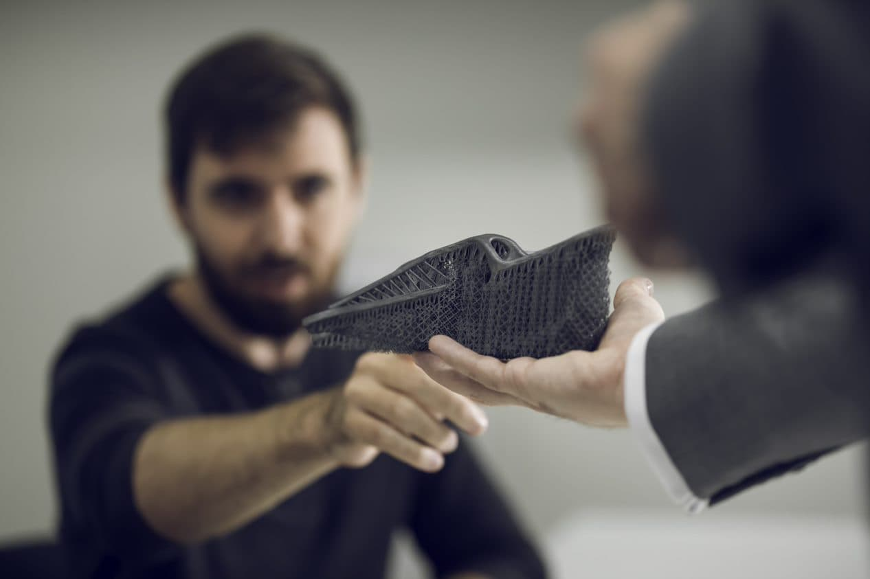 Materialise Mindware advisors with 3D-printed part