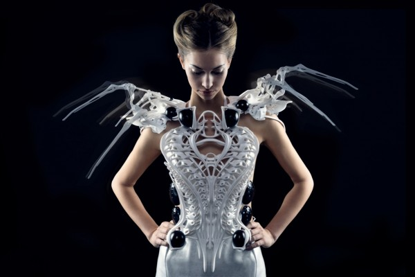 The Intersection Of Style And Software Meet Anouk Wipprecht S 3d Printed Spider Dress Materialise Innovators You Can Count On